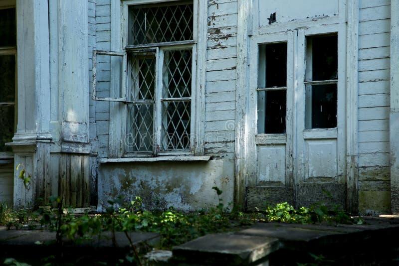 Vecchia casa di legno abbandonata fotografia stock libera da diritti