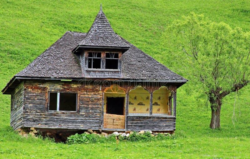 vecchia casa di legno tradizionale fotografia stock