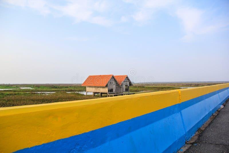 Vecchia casa gemellata a Thala Noi Waterfowl Reserve Park, Phatthalung immagini stock