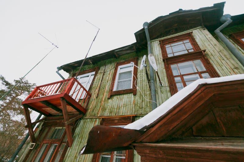 Vecchia casa in inverno immagini stock libere da diritti
