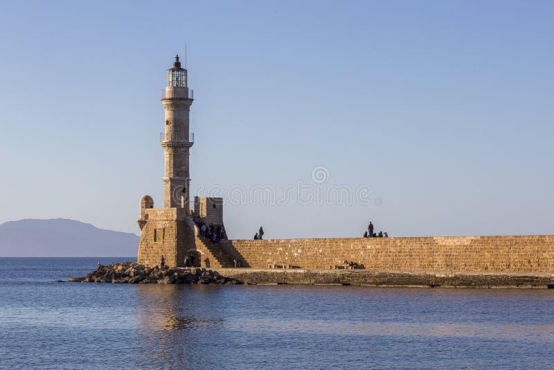 Vecchia casa leggera al porto di Chania in Creta Grecia immagini stock libere da diritti