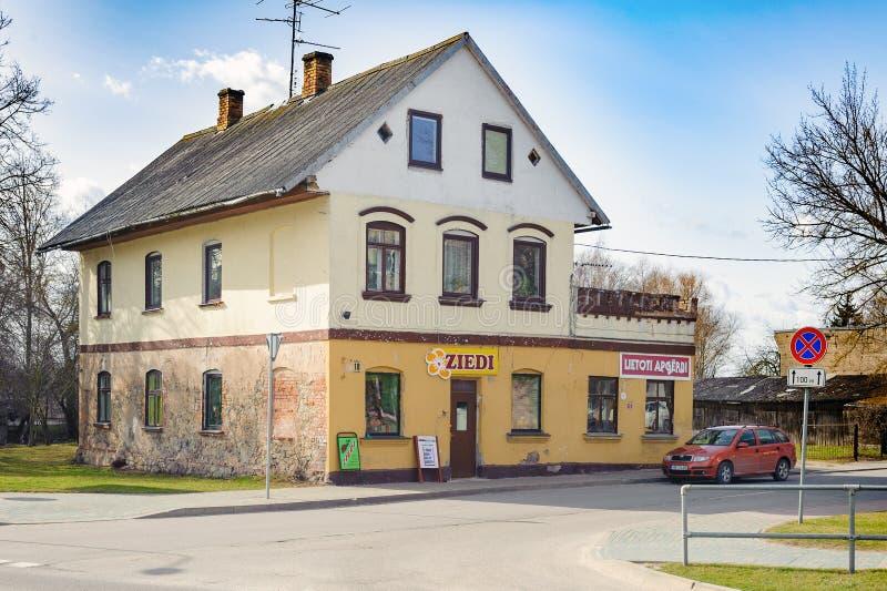 Vecchia casa lettone privata tradizionale in Bauska immagine stock libera da diritti