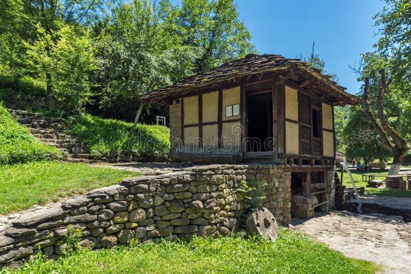 Vecchia casa nel villaggio Etar Etara di Ethno vicino alla citt? di Gabrovo, Bulgaria fotografie stock