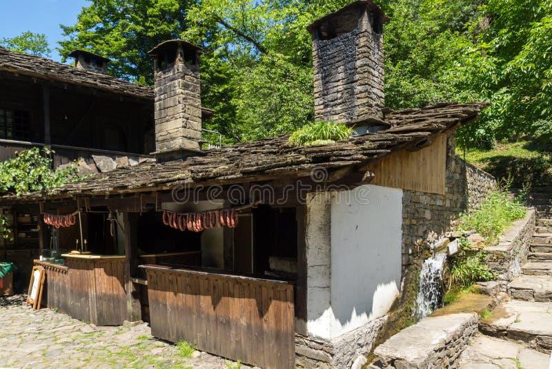 Vecchia casa nel villaggio Etar Etara di Ethno vicino alla citt? di Gabrovo, Bulgaria fotografia stock libera da diritti