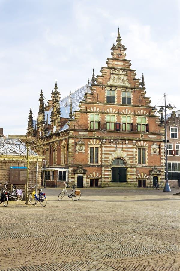 Vecchia casa olandese tipica nel tramonto fotografia stock libera da diritti