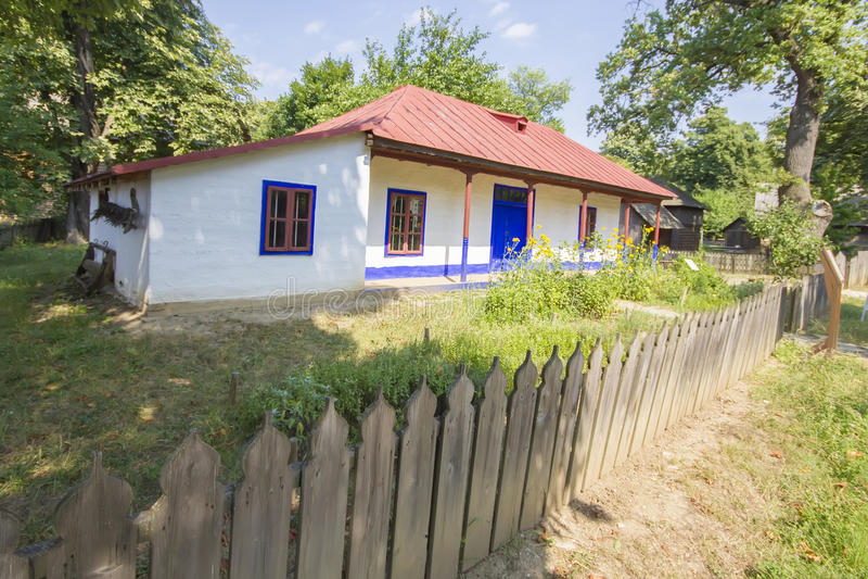 Vecchia casa rumena tradizionale immagini stock