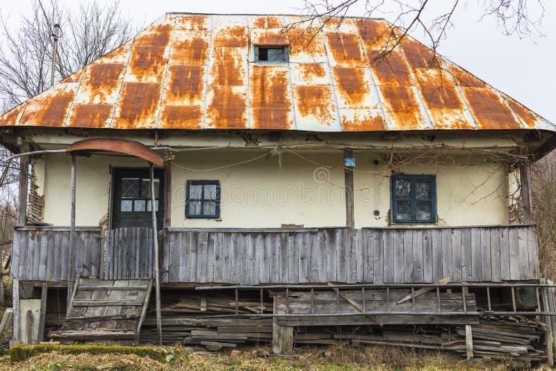 Vecchia casa rumena tradizionale immagini stock libere da diritti