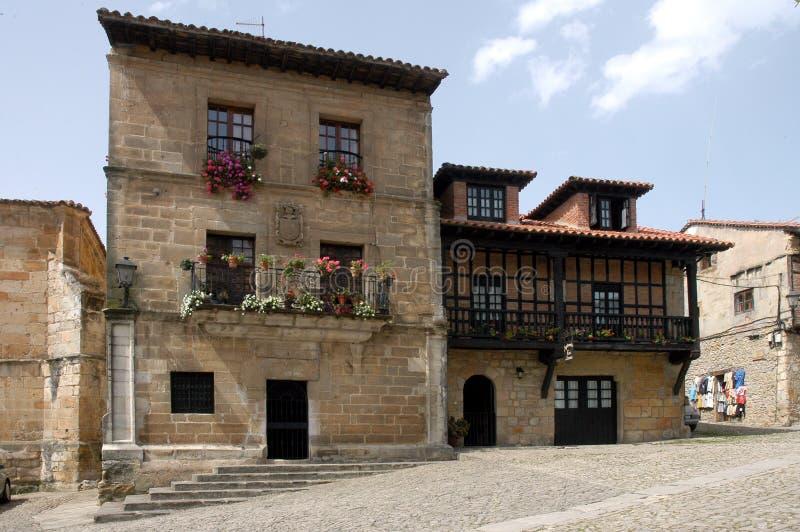Download Vecchia casa Spagna immagine stock. Immagine di finestre - 3875253