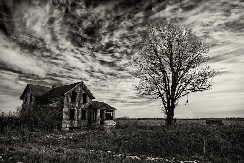 Vecchia casa terrificante fotografie stock libere da diritti