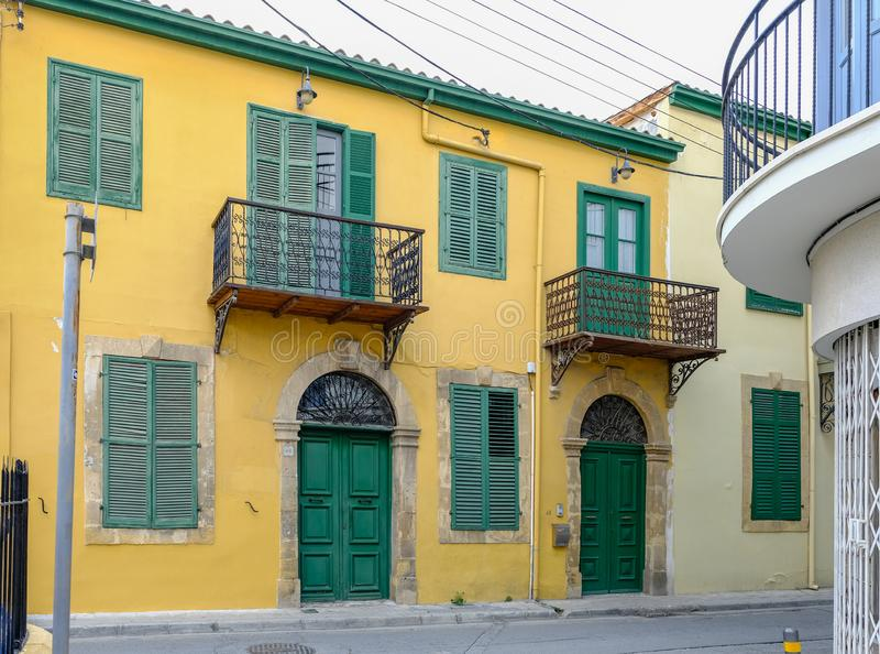 Vecchia casa tipica nelle vie posteriori di Nicosia, Cipro immagine stock libera da diritti