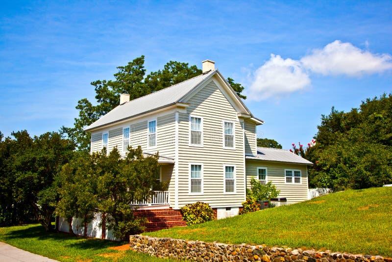 Vecchia casa tradizionale dell'azienda agricola immagine stock
