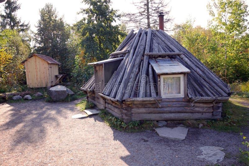 Vecchia casa tradizionale a Skansen, al primo museo all'aperto ed allo zoo, situati sull'isola Djurgarden a Stoccolma, la Svezia fotografia stock libera da diritti