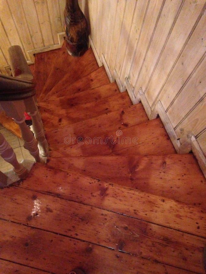 Vecchia cassa della scala del bordo di legno fotografia stock libera da diritti