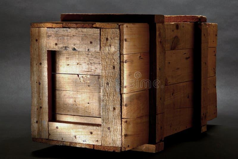Vecchia cassa di legno di trasporto fotografie stock libere da diritti
