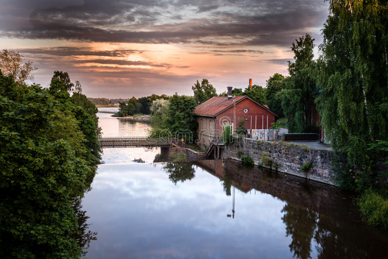 Vecchia centrale elettrica in Vanhankaupunginkoski, Helsinki, Finlandia fotografia stock libera da diritti