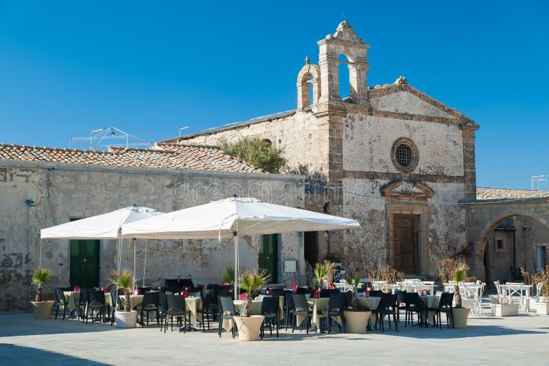 Download Vecchia chiesa fotografia stock. Immagine di italia, religioso - 55351966