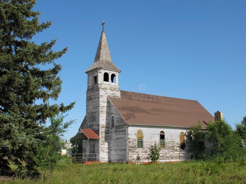 Vecchia chiesa abbandonata del paese immagini stock libere da diritti