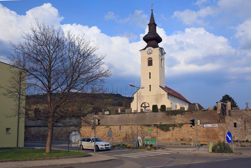 Vecchia chiesa cattolica nel villaggio di Sieghartskirchen r fotografia stock