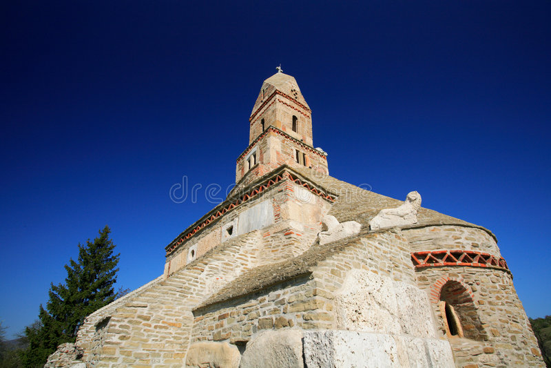 Vecchia chiesa di Densus, Romania immagine stock