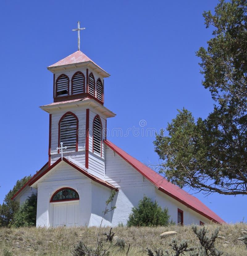 Vecchia chiesa di legno bianca immagine stock