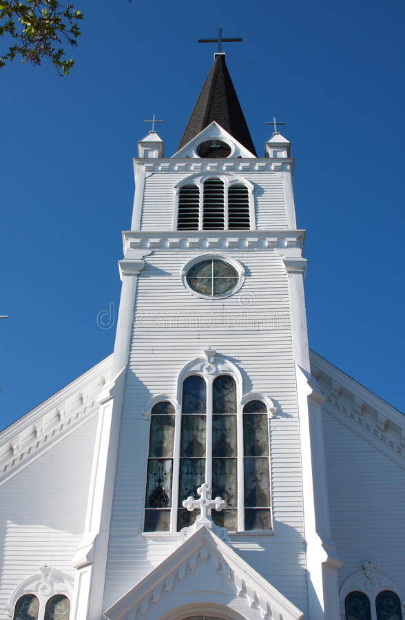 Vecchia chiesa di legno bianca sull'isola di Mackinac immagini stock