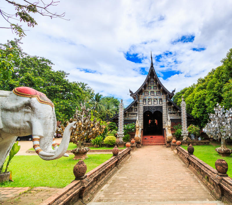 Vecchia chiesa di legno a Wat Lok Molee fotografia stock
