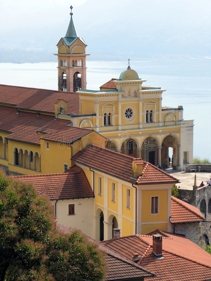 Vecchia chiesa in Madonna del Sasso immagine stock libera da diritti