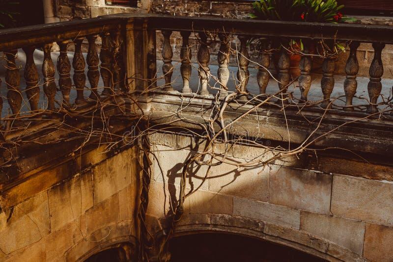 Vecchia chiesa nel quarto gotico di Barcellona Anche ? chiamato come Barri Gotic immagini stock libere da diritti