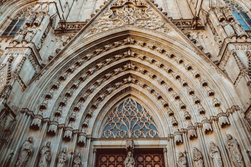 Vecchia chiesa nel quarto gotico di Barcellona Anche ? chiamato come Barri Gotic immagini stock