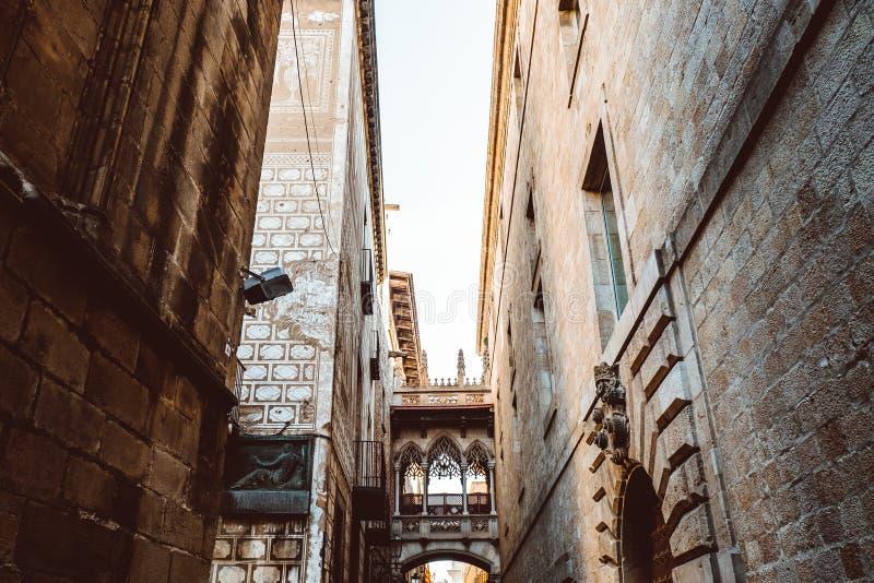 Vecchia chiesa nel quarto gotico di Barcellona Anche ? chiamato come Barri Gotic fotografie stock libere da diritti