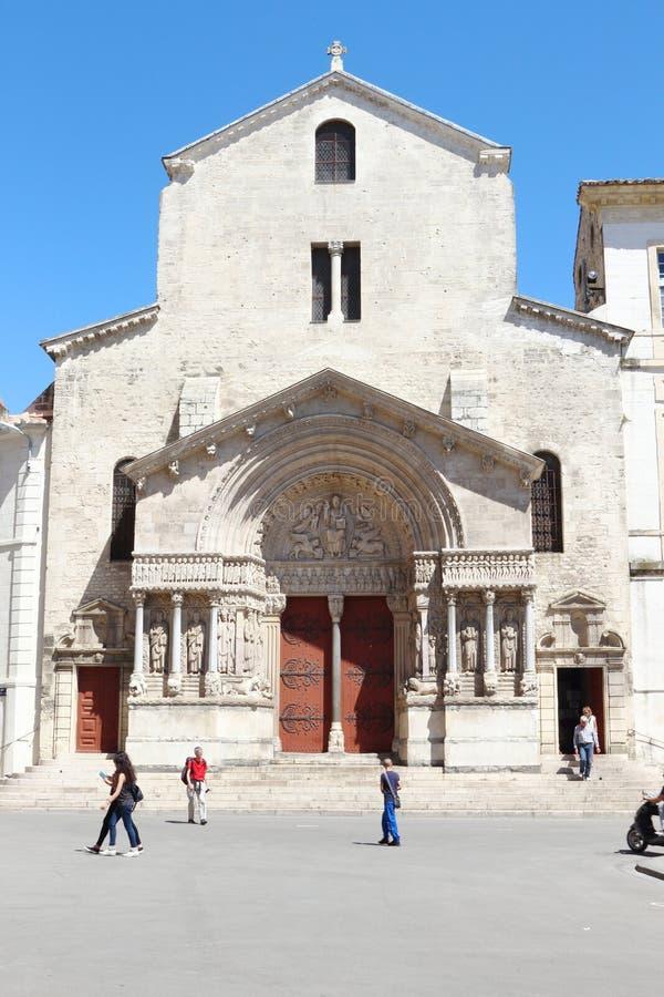 Vecchia chiesa romanica del san Trophime, Arles, Francia immagine stock