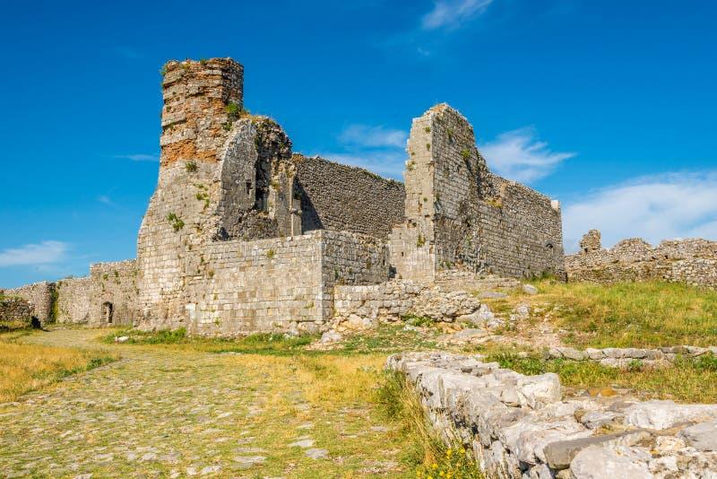 Vecchia chiesa in rovine del castello di Rozafa immagine stock