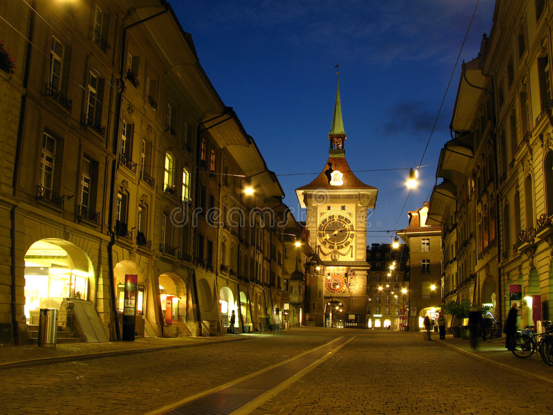 Vecchia città di Berna alla notte 01, Svizzera fotografie stock libere da diritti