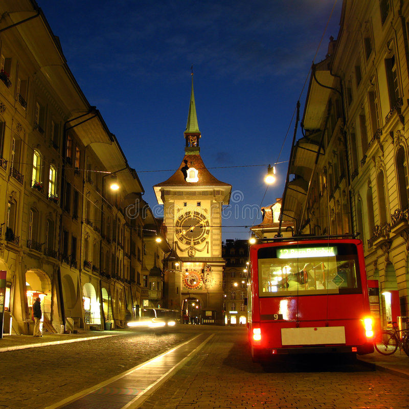 Vecchia città di Berna alla notte 02, Svizzera immagine stock