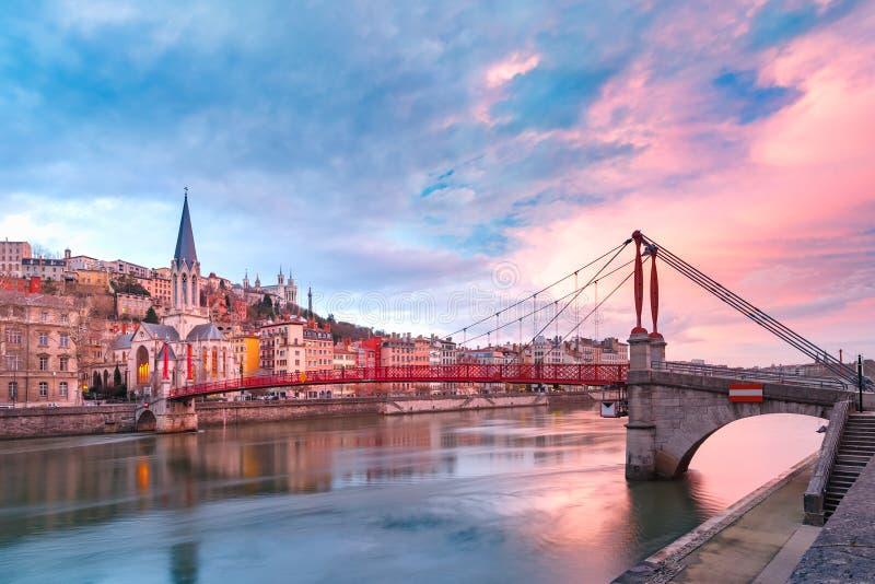 Vecchia città di Lione al tramonto splendido, Francia fotografie stock libere da diritti