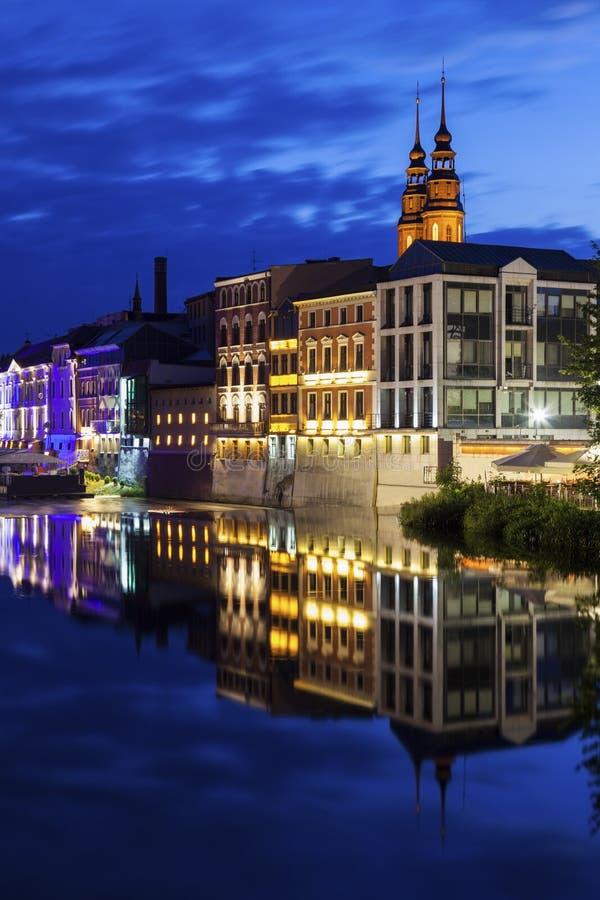 Vecchia città di Opole attraverso il fiume Oder fotografie stock libere da diritti