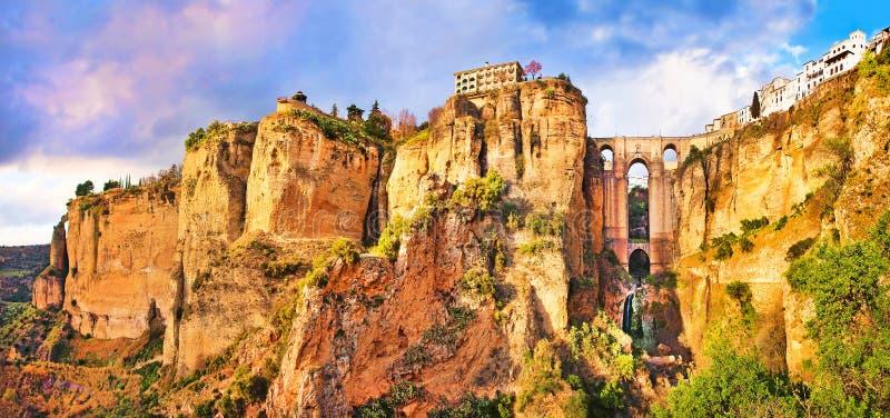 Vecchia città di Ronda al tramonto in Andalusia, Spagna fotografie stock