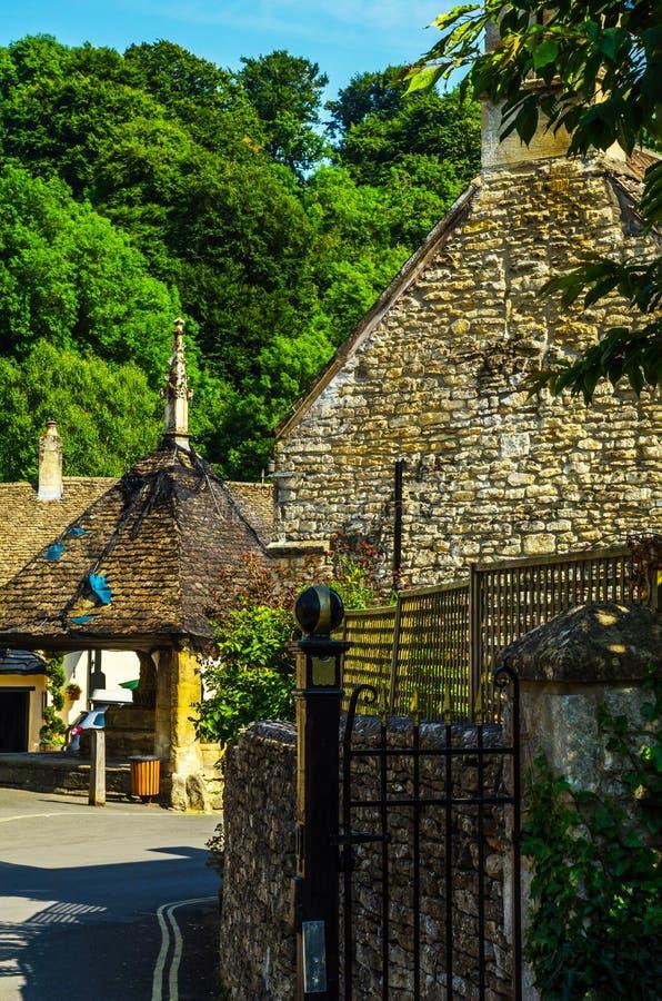 Vecchia città inglese e bei monumenti storici, vecchia via, h fotografia stock libera da diritti