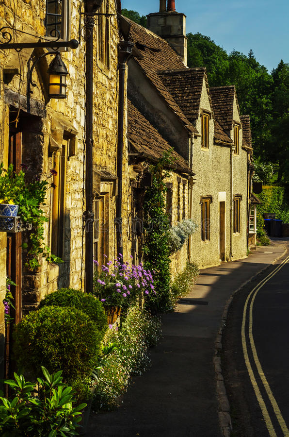 Vecchia città inglese e bei monumenti storici, vecchia via, h fotografia stock