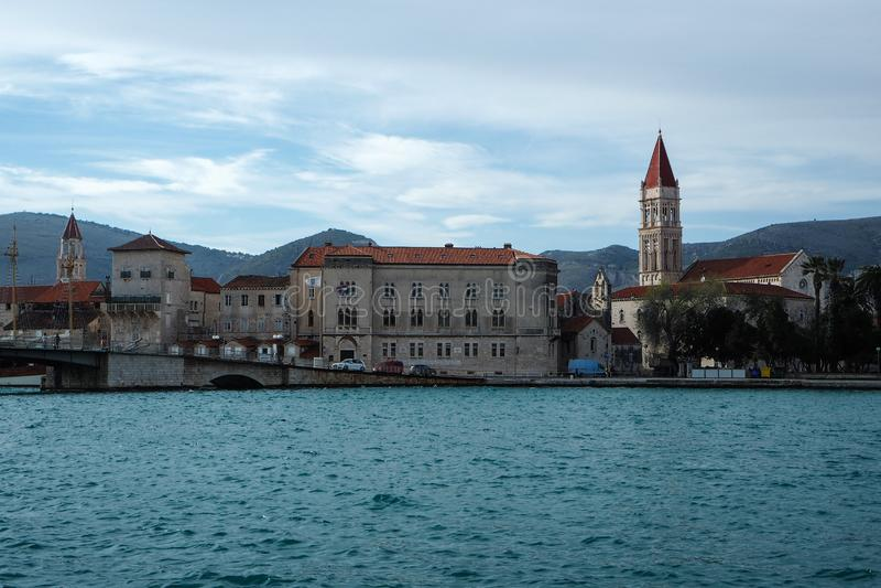 Vecchia città storica Traù, Croazia fotografie stock libere da diritti