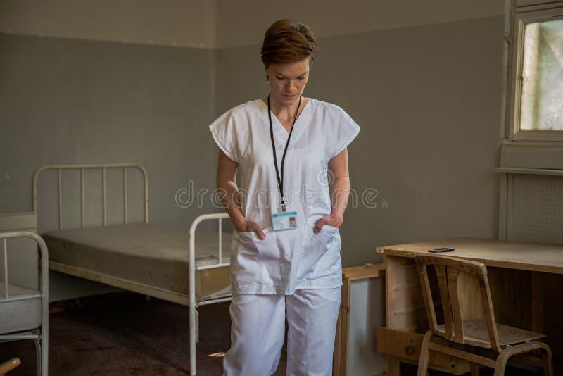 Vecchia clinica psichiatrica abbandonata per gli infermi di mente Fornaci ed aiuto al malato fotografia stock libera da diritti
