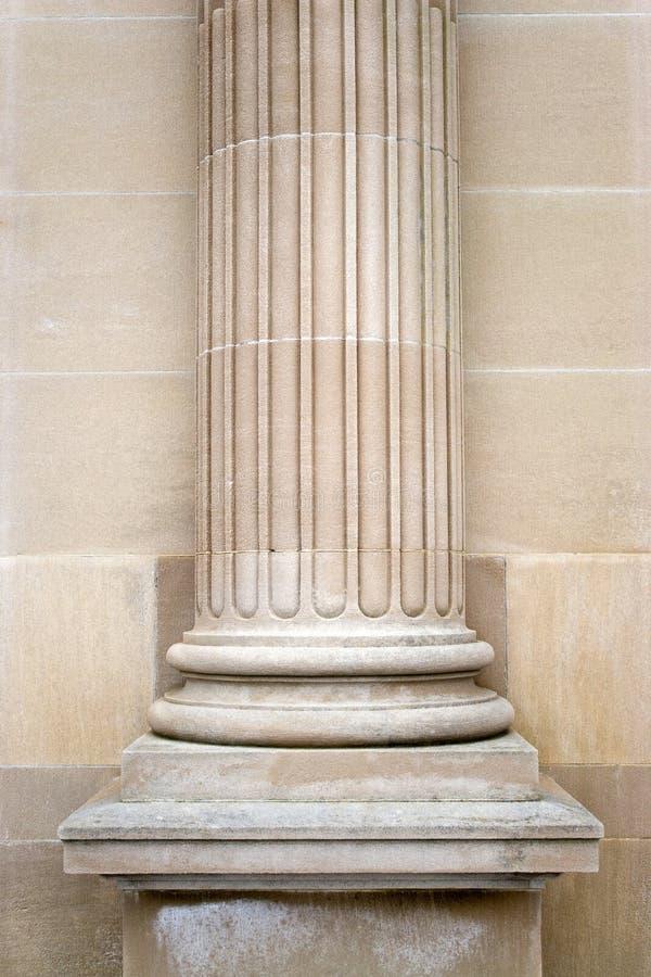 Vecchia colonna di pietra fotografie stock
