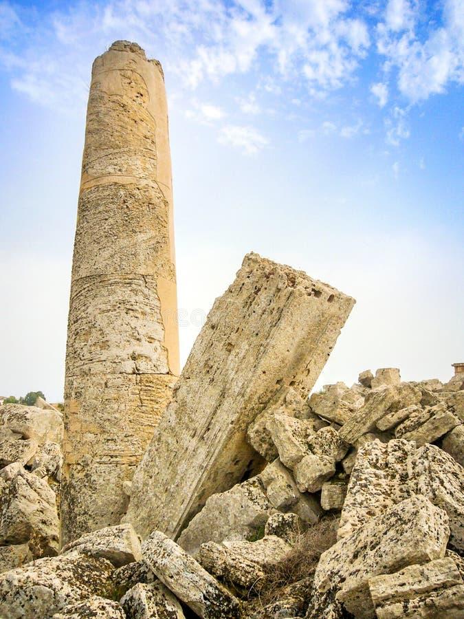 Vecchia colonna romana di rovine immagine stock