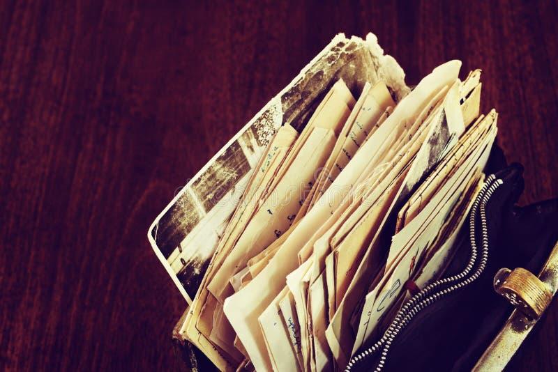 Vecchia corrispondenza nella borsa immagini stock libere da diritti