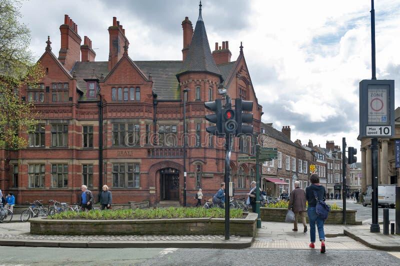 Vecchia costruzione all'angolo del posto e di Blake Street di Duncombe in distretto storico della città di York, Inghilterra, Reg immagini stock
