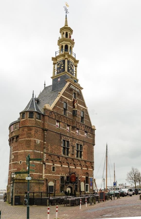 Vecchia costruzione della torre di orologio nella città del porto di Hoorn, Paesi Bassi immagini stock libere da diritti