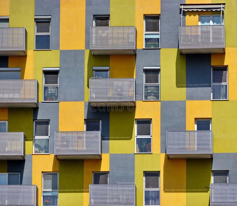 Vecchia costruzione di appartamenti immagine stock libera da diritti