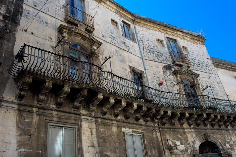 Vecchia costruzione dilapidata in Sicilia fotografia stock libera da diritti