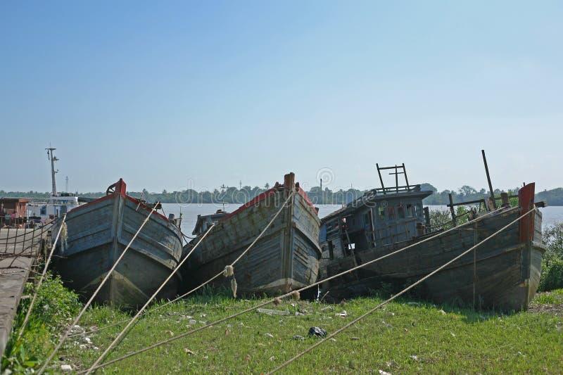 Vecchia decomposizione birmana delle barche fotografia stock