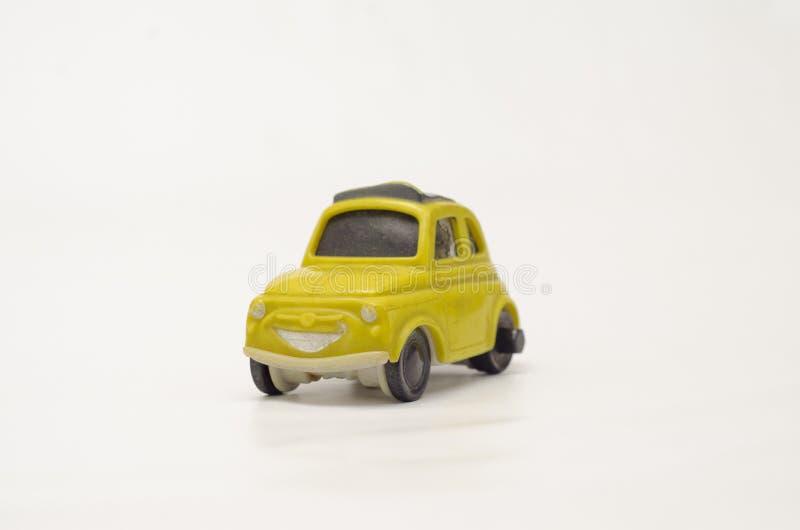 Vecchia ed automobile di plastica gialla divertente immagini stock libere da diritti